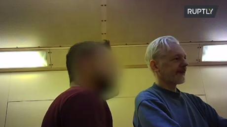 Images exclusives de Julian Assange (VIDEO)