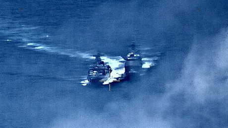Frôlant la collision, des navires de guerre russe et américain s'accusent réciproquement (VIDEO)