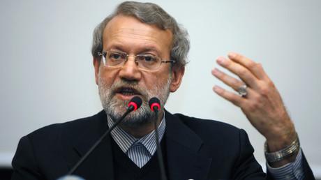 Le président du Parlement iranien, Ali Larijani, tient une conférence de presse à Istanbul le 22 janvier 2015.