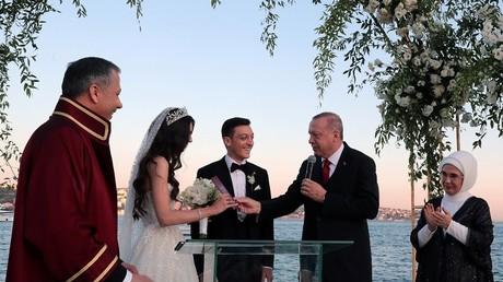 Comme témoin de mariage, Mesut Özil a choisi... Recep Tayyip Erdogan (PHOTO)