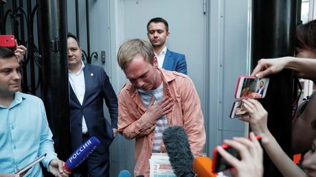 Ivan Golounov à la sortie des locaux de la police le 11 juin 2019 à Moscou.