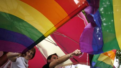 Homophobie en banlieue ou stigmatisation ? Vif échange à la Gay Pride de Saint-Denis (VIDEO)