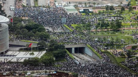 Des manifestants se rassemblent devant le Parlement à Hong Kong, le 12 juin (image d'illustration).