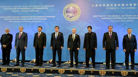 De gauche à droite : Narendra Modi, Kassym-Jomart Tokayev, Xi Jinping, Sooronbai Jeenbekov, Vladimir Poutine, Imran Khan, Emomali Rahmon et Shavkat Mirziyoyev, lors du sommet de l'Organisation de coopération de Shanghai à Bichkek le 14 juin 2019 (image d'illustration).