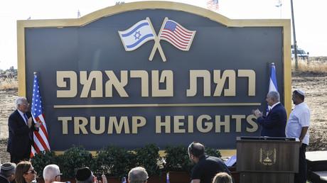 Panneau de la colonie portant le nom de Donald Trump dans le plateau du Golan.