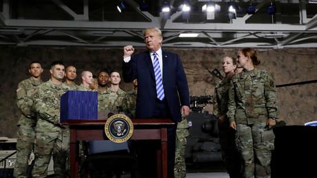 Donald Trump entouré de soldats américains le 13 août 2018 (image d'illustration).