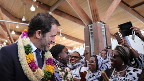 Le ministre de l'Intérieur français Christophe Castaner à l'aéroport de Pamandzi à Mayotte le 14 avril 2019 (image d'illustration).