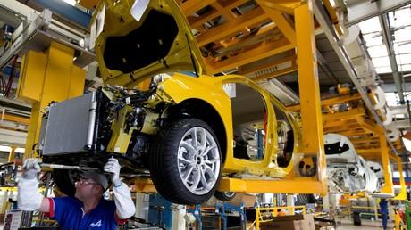 Un employé du constructeur automobile français Renault à Dieppe en Normandie (image d'illustration).