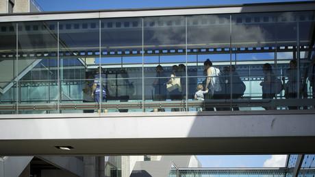 Passagers à l'aéroport de Roissy.