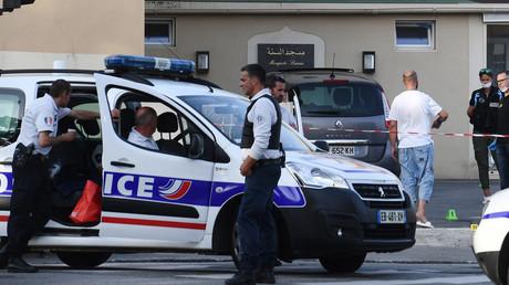 Des policiers devant l'endroit où les tirs ont eu lieu à Brest.