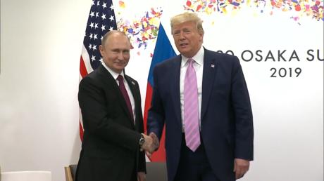 Donald Trump demande à Vladimir Poutine de ne pas se mêler de l'élection américaine