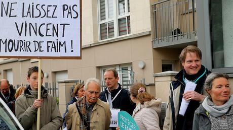 Des opposants à l'euthanasie protestent contre l'arrêt des soins à Vincent Lambert, à Reims le 19 mai 2019 (image d'illustration).