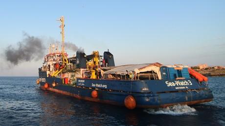 La capitaine du navire Sea-Watch arrêtée après avoir forcé le passage pour accoster à Lampedusa