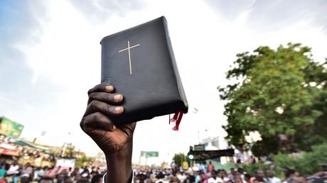 Des manifestants soudanais de confession chrétienne manifestent à Karthoum au Soudan contre le conseil militaire au pouvoir, le 14 avril 2019 (image d'illustration).