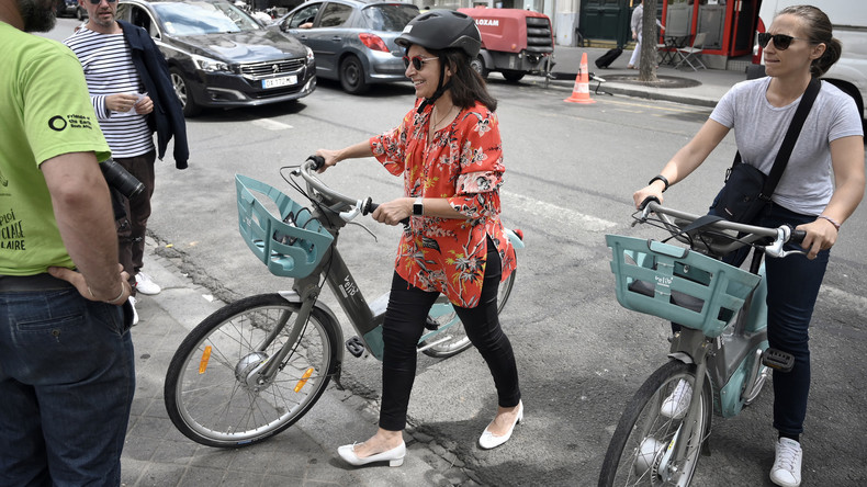 Quand Anne Hidalgo se rend sur le Tour de France pour promouvoir le vélo… en Falcon