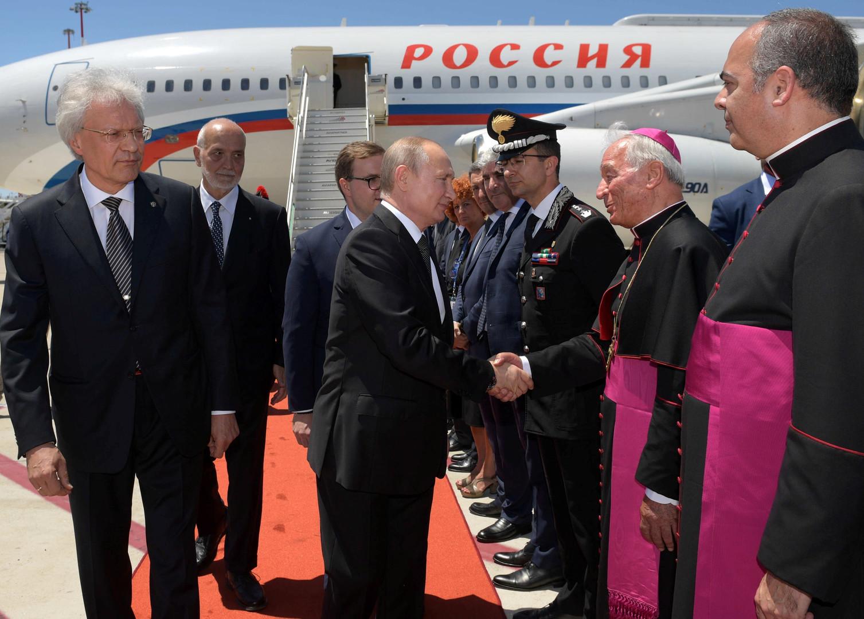 Vladimir Poutine rencontre le pape François au Vatican (IMAGES)