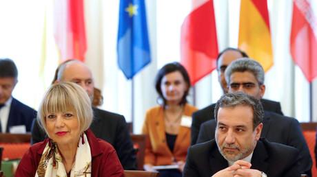 Le négociateur en chef iranien sur le nucléaire Abbas Araqchi et la secrétaire générale du Service européen d'action extérieure (SEAE) Helga Schmit à la réunion de la Commission mixte du JCPOA à Vienne, en Autriche, le 28 juin 2019.