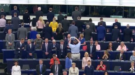 «Parle à mon dos» : les eurodéputés du Brexit Party boudent l'hymne européen
