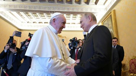 Vladimir Poutine rencontre le Pape François le 4 juillet 2019 au Vatican.