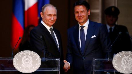Vladimir Poutine et  Giuseppe Conte lors d'une conférence de presse au palais Chigi à Rome, le 4 juillet 2019.