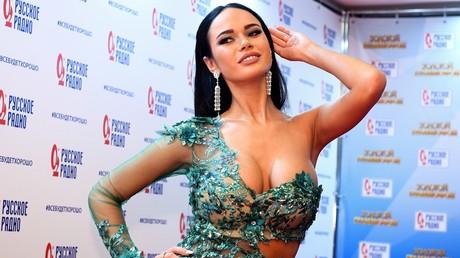 «Bottle Cap Challenge»: cette actrice russe a une manière bien à elle d'ouvrir une bouteille (VIDEO)