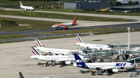 La France compte mettre en place une écotaxe sur les billets d'avion