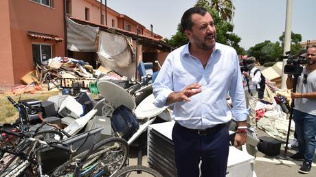 Italie : Salvini assiste à la fermeture du plus grand centre d'accueil de migrants d'Europe