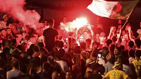 Voitures brûlées le 14 juillet : faut-il cacher les chiffres aux Français ? 5d2c786909fac23b748b4569