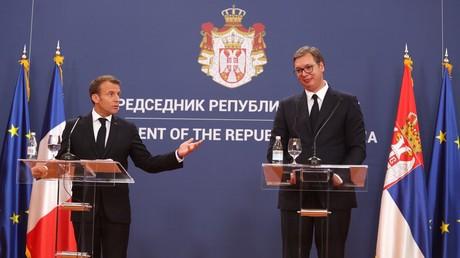 Le président français Emmanuel Macron et son homologue serbe Aleksandar Vucic à Belgrade le 15 juillet 2019.
