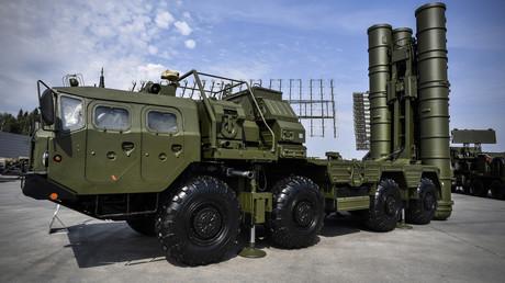 Système antimissile de conception russe S-400.