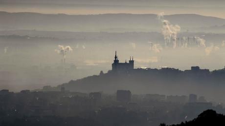 Notre-Dame de Fourvière prise dans un brouillard de pollution, décembre 2016 (image d'illustration).