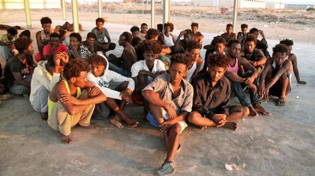 Le groupe de migrants secouru au large des côtes libyennes, le 26 juillet 2019, à proximité de la ville de Khoms.