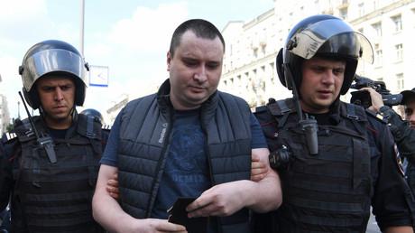 Un homme arrêté lors d'un rassemblement de l'opposition non autorisé à Moscou, le 27 juillet.