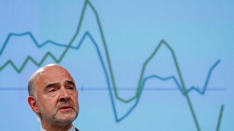Le commissaire européen aux Affaires économiques et financières, Pierre Moscovici, présente les prévisions économiques de l'exécutif européen à Bruxelles, en Belgique, le 10 juillet 2019 (illustration).