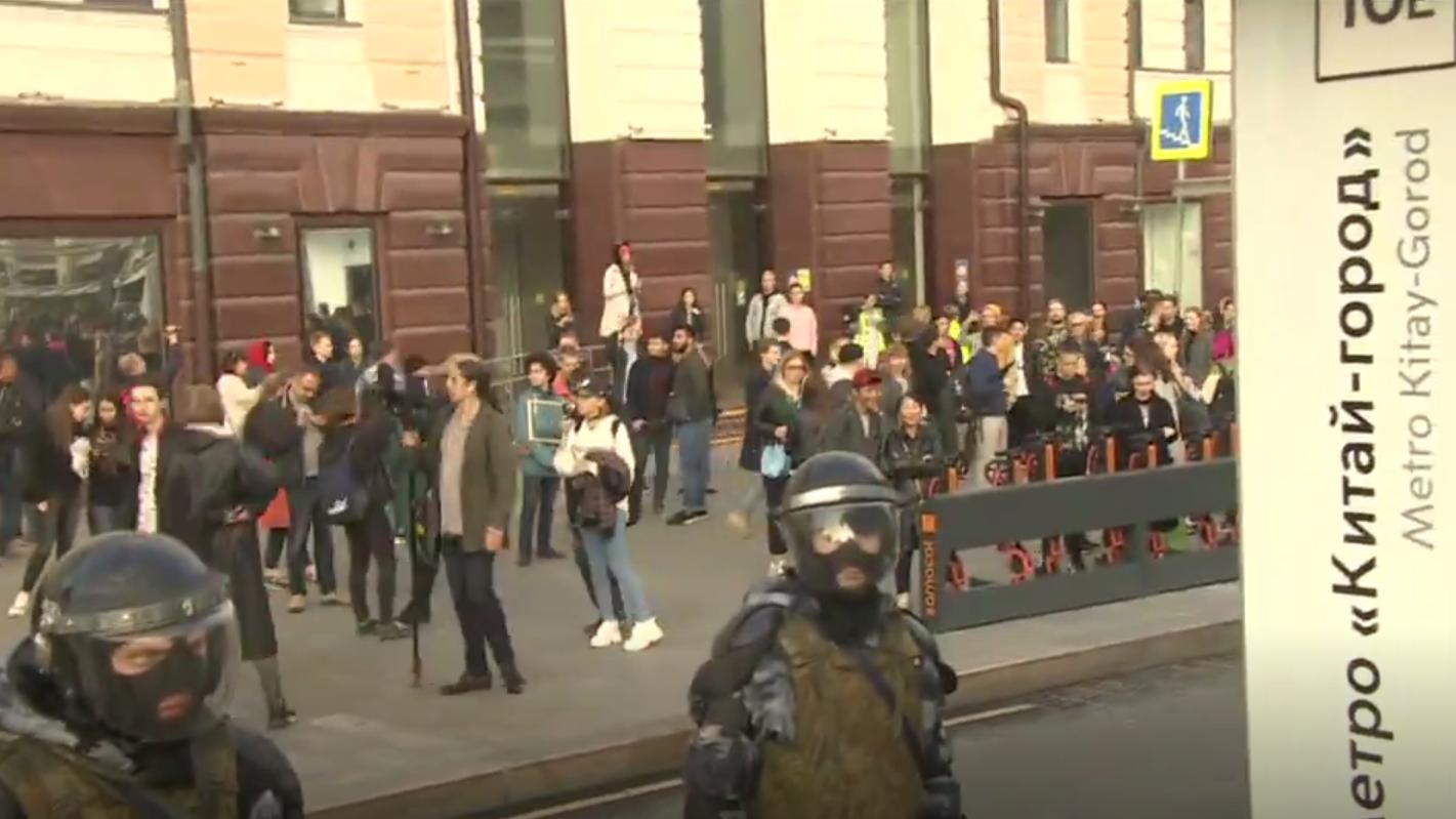 En Russie, les manifestations se poursuivent depuis près d'un mois (IMAGES)