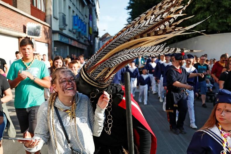 Belgique : le Sauvage d'Ath a défilé sous les acclamations, malgré les réserves de l'Unesco (IMAGES)