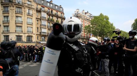 Un membres des forces de l'ordre françaises lors d'une manifestation le 1er mai 2019 à Paris (image d'illustration).