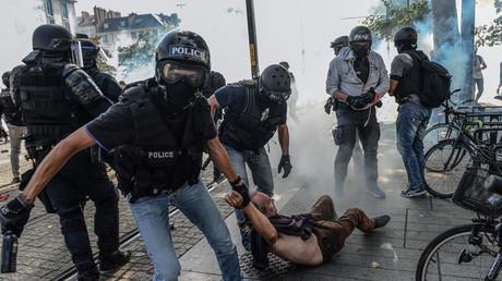 Un homme interpellé à Nantes lors d'une manifestation contre les violences policières (image d'illustration).