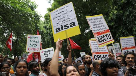 Manifestation contre la levée de l'autonomie du Cachemire à New Delhi.