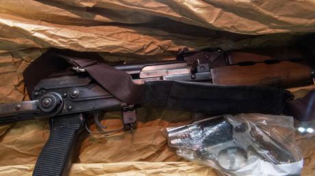 Des policiers israéliens cachent une arme chez un Palestinien pour une émission de téléréalité