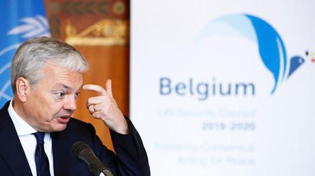 Le ministre belge des Affaires étrangères et de la Défense, Didier Reynders, tient une conférence de presse au Palais d'Egmont à Bruxelles, en Belgique, le 14 janvier 2019.
