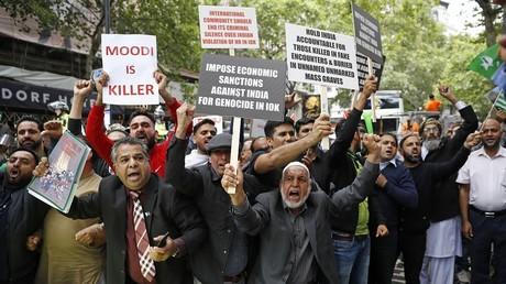 Cachemire : des milliers de manifestants pro-Pakistan défilent devant l'ambassade d'Inde à Londres