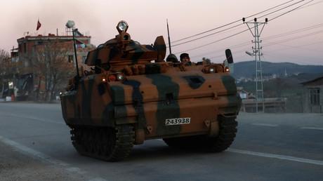 Un véhicule blindé de transport de troupe de l'armée turque (image d'illustration).