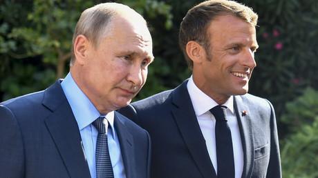 Emmanuel Macron accueille Vladimir Poutine au fort de Brégançon, le 19 août 2019.