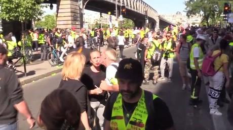 Les Gilets jaunes battent le pavé à Paris, le jour de l'ouverture du G7 à Biarritz