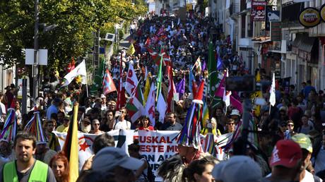 G7 : plusieurs milliers de personnes rassemblées pour une manifestation anti-sommet (IMAGES)