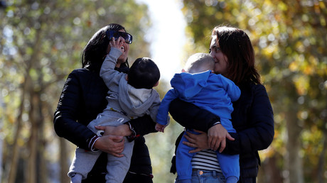 PMA : «Mère» et «mère» seront inscrits sur les actes de naissance des enfants de couples de femmes