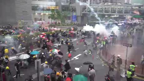 Hong Kong : poursuite des émeutes après douze semaines de manifestations