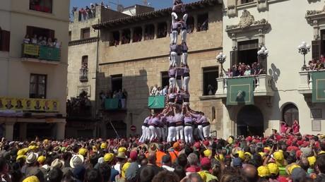 Tradition insolite : des Catalans construisent des tours humaines