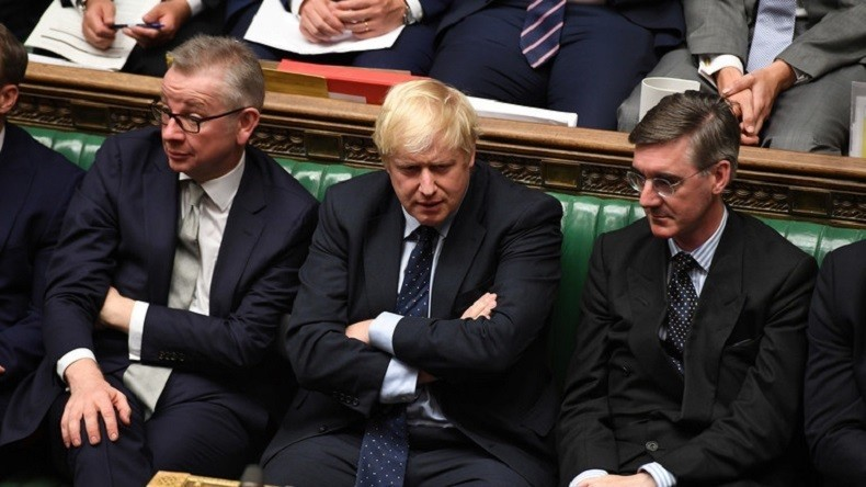 Les députés britanniques adoptent la loi de report du Brexit